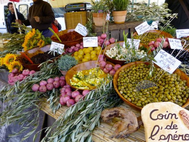 Olives-in-the-Lourmarin-Market